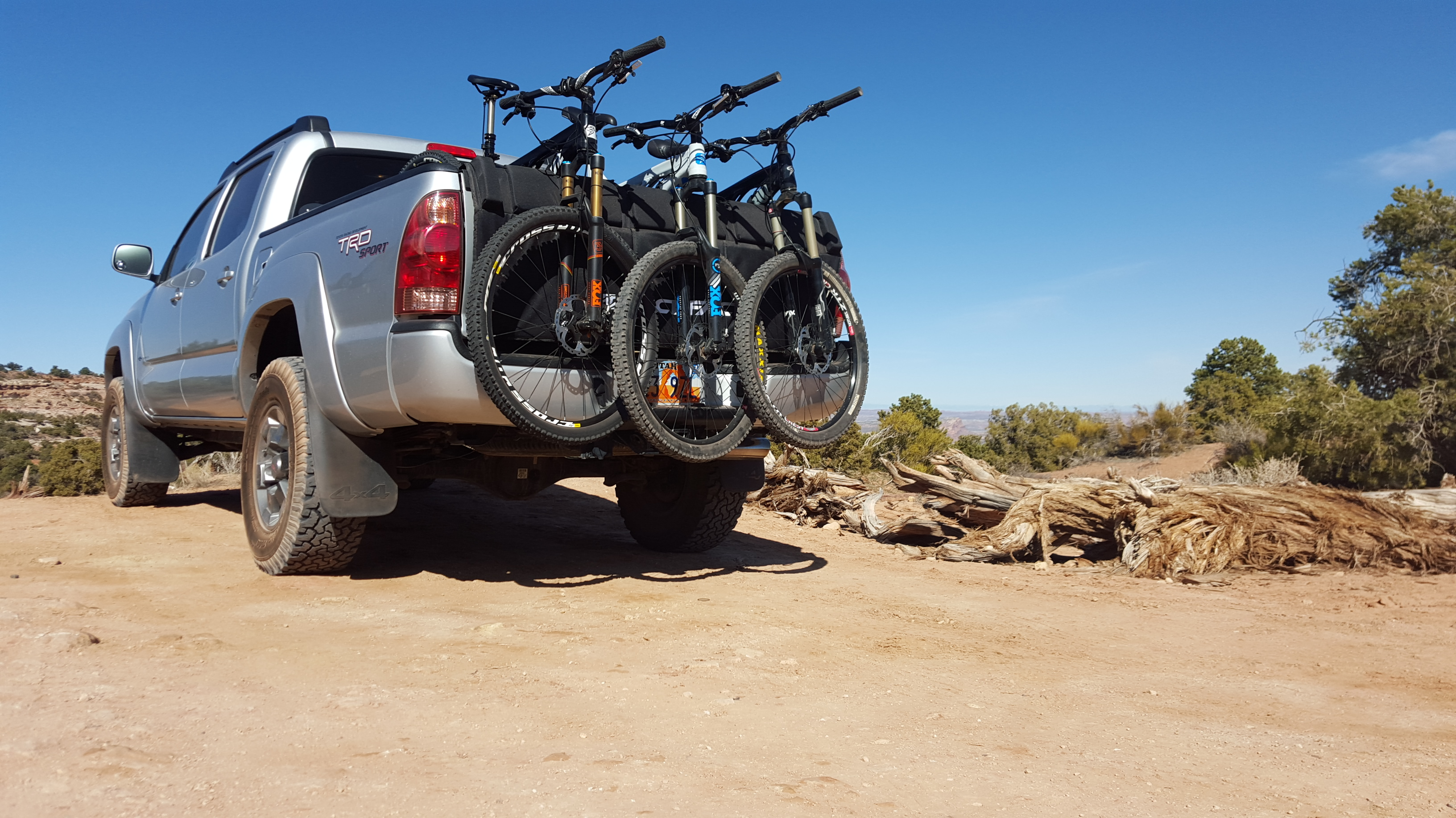 mountain bikes on a pickup truck taiilgate pad
